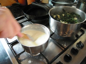 Making cheese sauch and pasta with veg